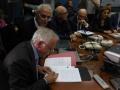 05_Il Prefetto Donato CAFAGNA firma il Protocollo per la Cabina di Regia per Terra dei Fuochi_Napoli_6 Novembre 2014 (1)